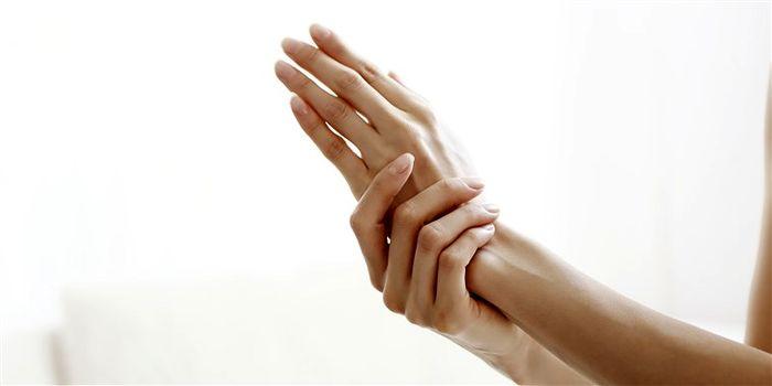 مراقبت از پوست دست ها در زمستان