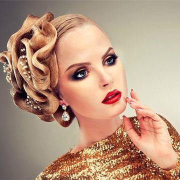 اینگونه با لباس طلایی آرایش کنیم