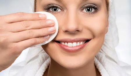 آرایش خود را پاک کنید تا جوان بمانید