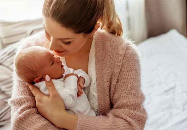 مزایا و معایب زایمان در آب برای مادر و نوزاد + روشهای انجام زایمان در آب