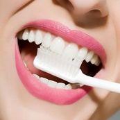 با این مواد غذایی دندان های خود را سفید کنید