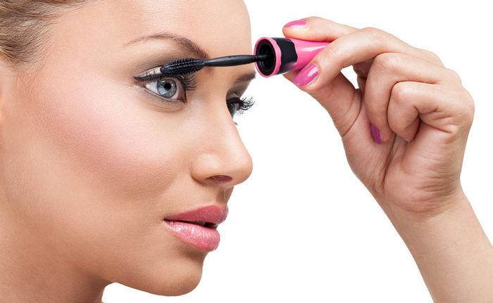 ۵ راهکار آرایشی برای درشت تر نشان دادن چشم ها