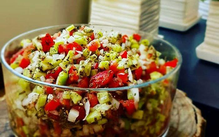 خوردن سالاد شیرازی خطر دارد