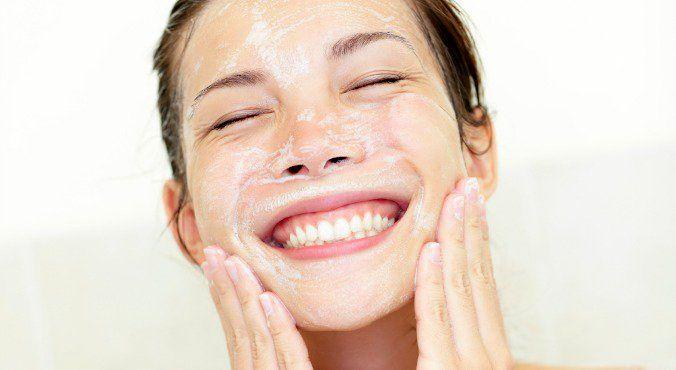 تاثیر استفاده از شیر پاک کن ها و مرطوب کننده ها در پوست صورت