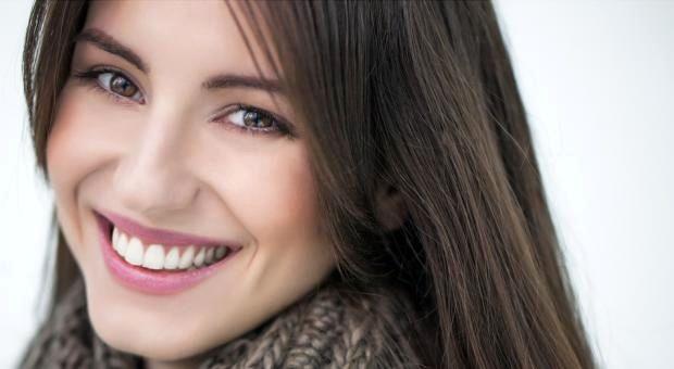 لب و لبخند زیبا