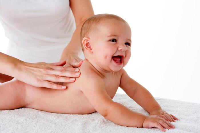 چگونه نوزادان را ماساژ دهیم؟