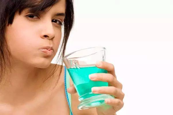 دهان شوی گیاهی برای رفع بدبوئی دهان
