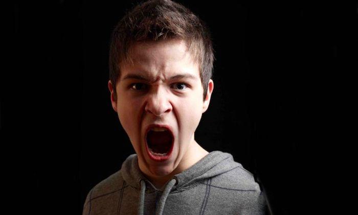دلایل پرخاشگری در دوران نوجوانی